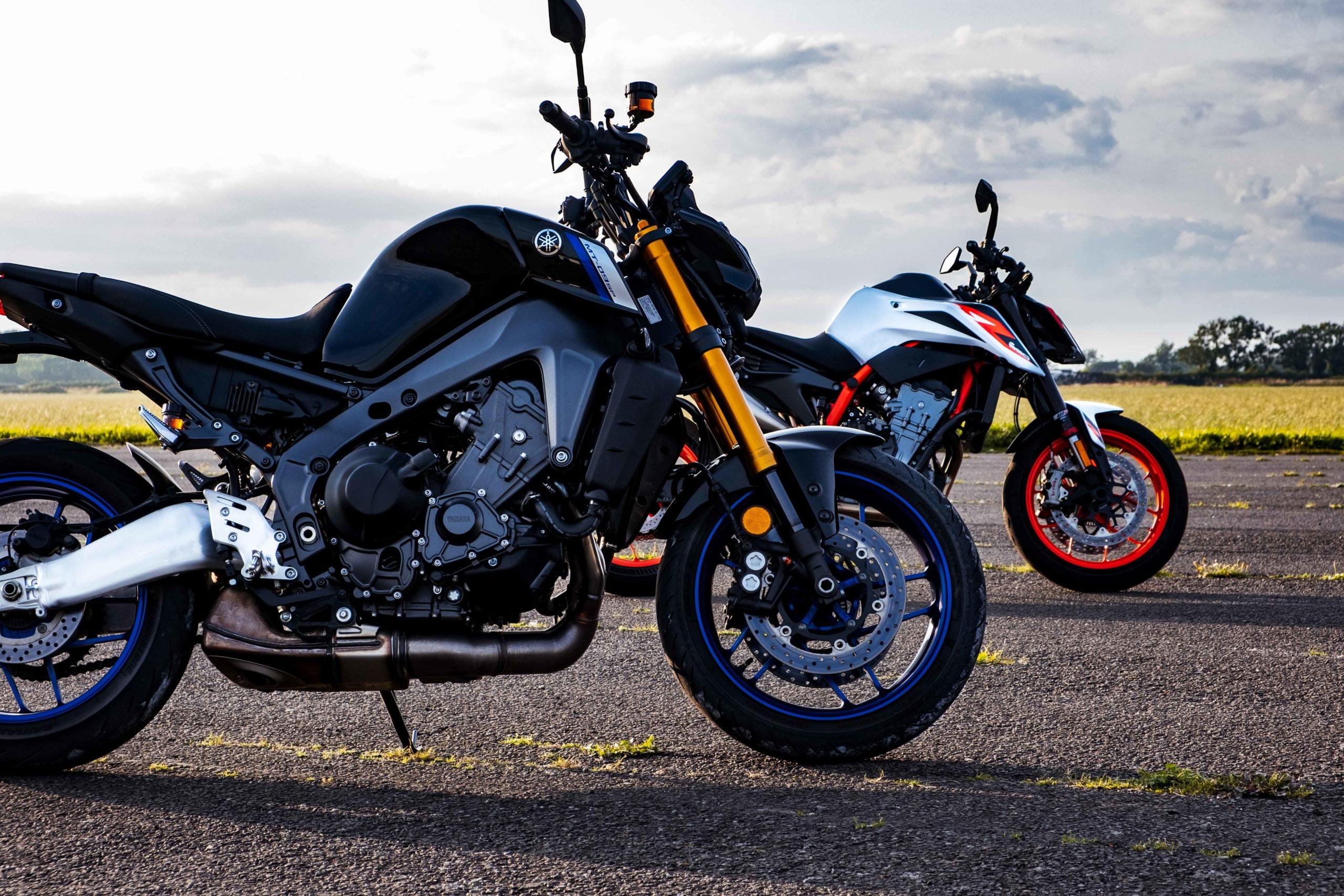 Yamaha MT09 vs KTM 890 Duke R